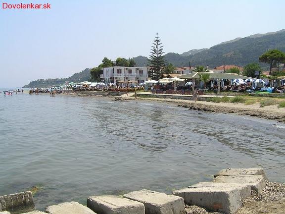 Iný pohľad na pláž pred vedľajším hotelom
